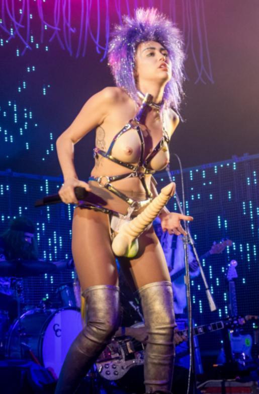 Miley Cyrus pula, Miley Cyrus stapon dick, Miley Cyrus ride dick, penis gigant Miley Cyrus, sex tape Miley Cyrus, imagini sexy Miley Cyrus penis, penis gigant strapon, aparitii socante Miley Cyrus penis, Miley Cyrus pula gigant, Miley Cyrus falus scena